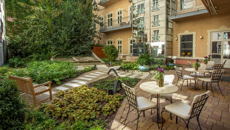 Garden at the Mamaison Residence Izabella - Citybase Apartments