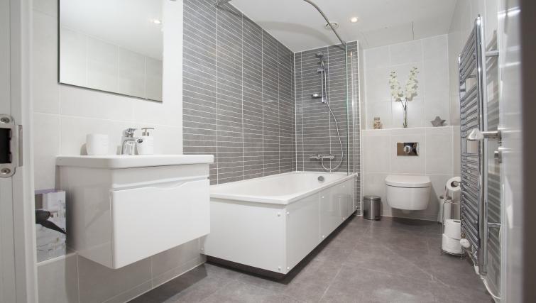 Bathroom at King's Cross Apartment - Citybase Apartments