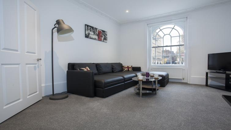 Spacious lounge at King's Cross Apartment - Citybase Apartments