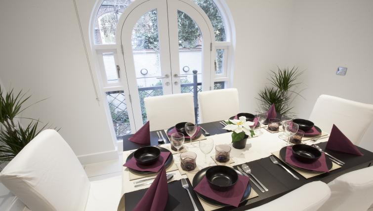 Dining table at King's Cross Apartment - Citybase Apartments