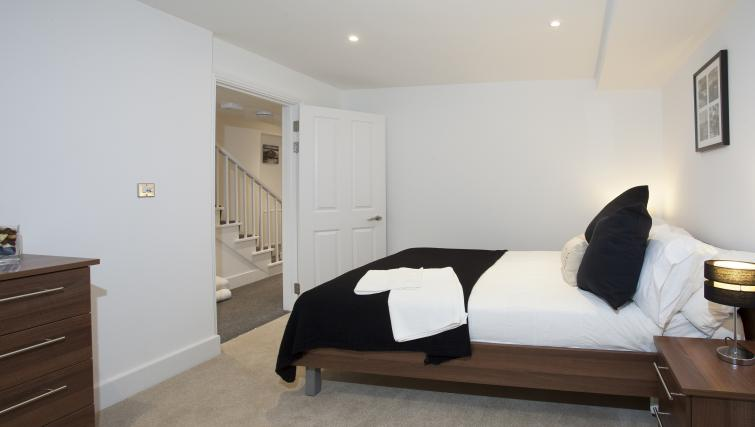 Spacious bedroom at King's Cross Apartment - Citybase Apartments