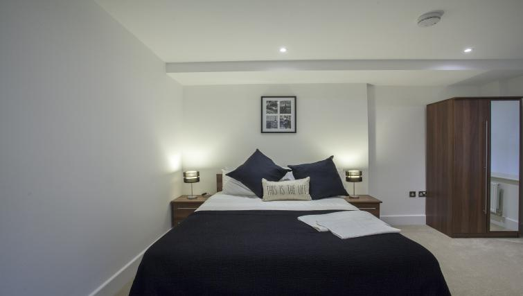 Double bed at King's Cross Apartment - Citybase Apartments