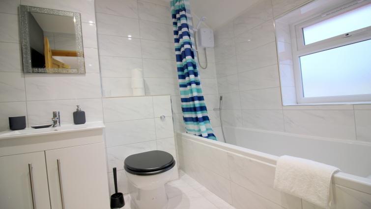 Bathroom at the Peymans Saint Luke's Apartments - Citybase Apartments