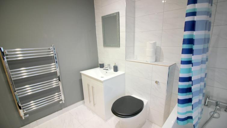Sleek bathroom at the Peymans Saint Luke's Apartments - Citybase Apartments