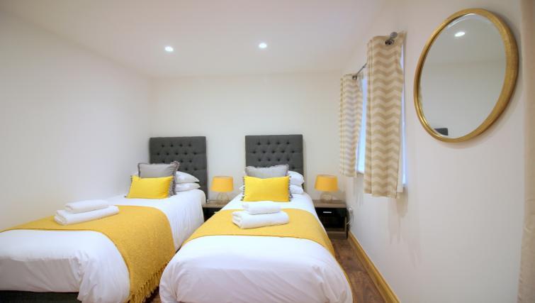 Beds at the Peymans Saint Luke's Apartments - Citybase Apartments