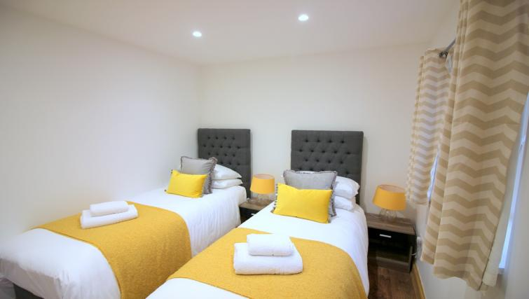 Twin beds at the Peymans Saint Luke's Apartments - Citybase Apartments