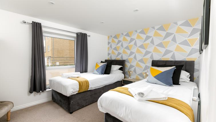 Twin beds at Hertford Serviced Apartments - Citybase Apartments