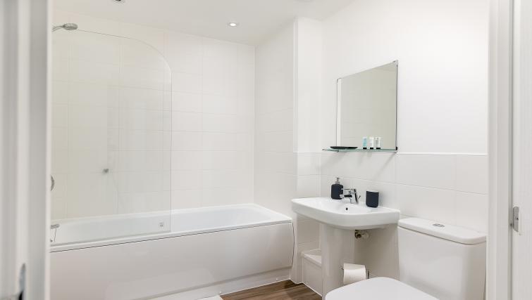 Bath at Hertford Serviced Apartments - Citybase Apartments