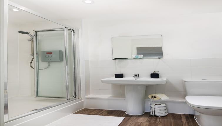 Bathroom at Hertford Serviced Apartments - Citybase Apartments