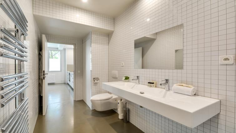 bathroom at the Temple Apartments - Citybase Apartments
