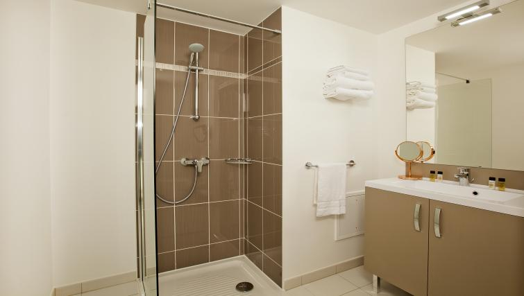 Bathroom at the Residhome Paris Asnières Park - Citybase Apartments
