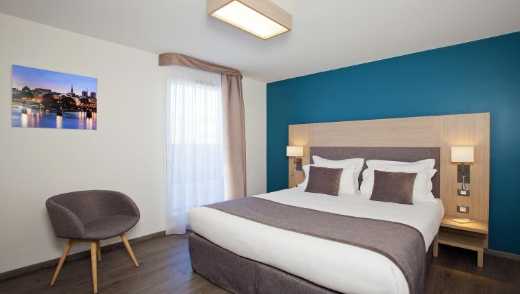 Bed at the Residhome Paris Asnières Park - Citybase Apartments