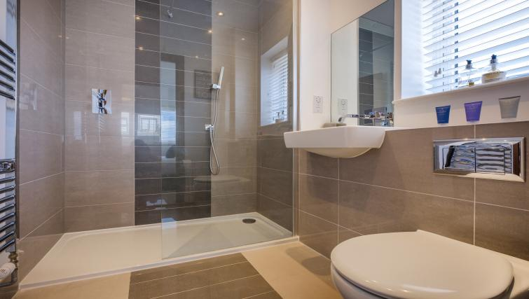 Bathroom Grand Central Duplex Apartment - Citybase Apartments