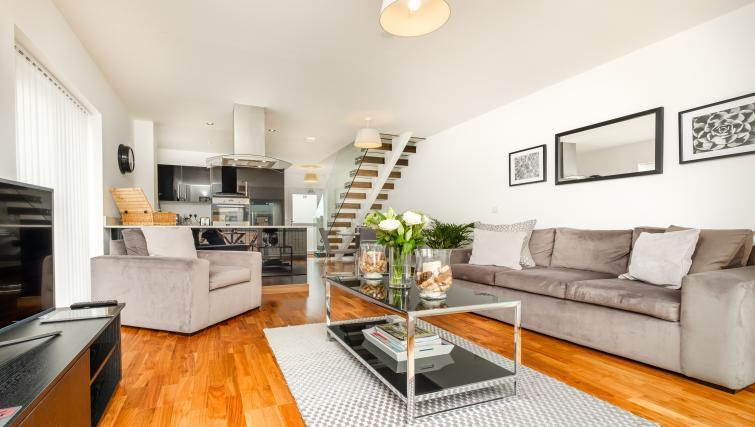 Lounge Grand Central Duplex Apartment - Citybase Apartments