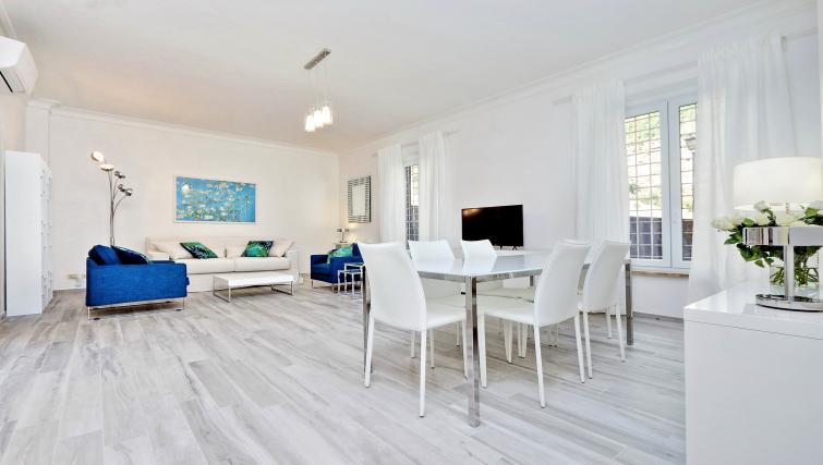 Spacious living room at S. Sebastianello Apartment - Citybase Apartments