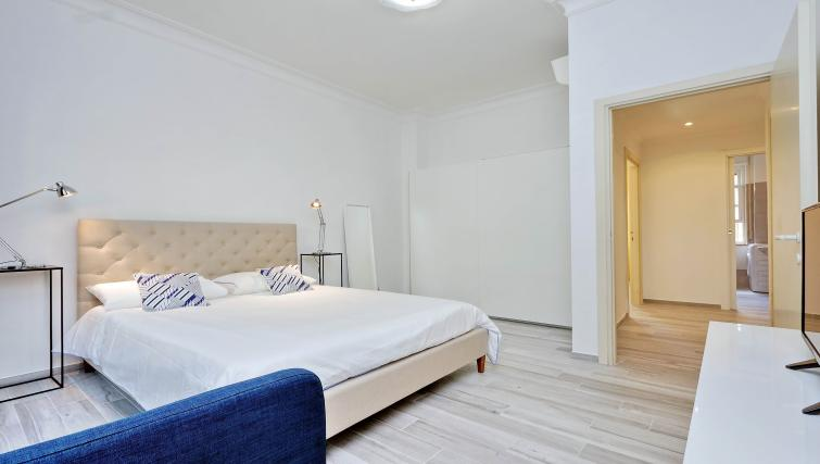 Master bedroom at S. Sebastianello Apartment - Citybase Apartments