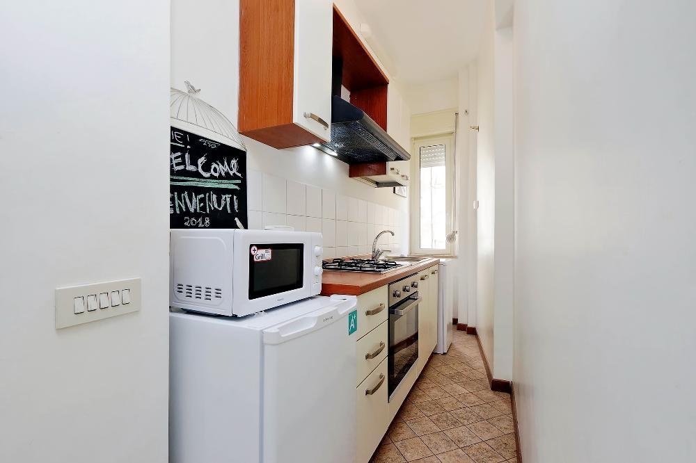 Oven at S. Sebastianello Apartment, Centre, Rome - Citybase Apartments