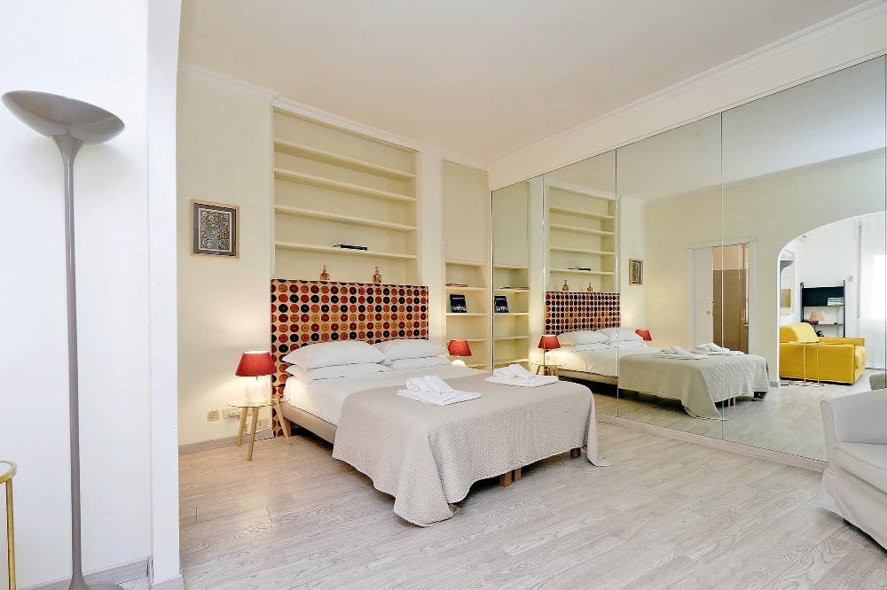 Room at S. Sebastianello Apartment, Centre, Rome - Citybase Apartments