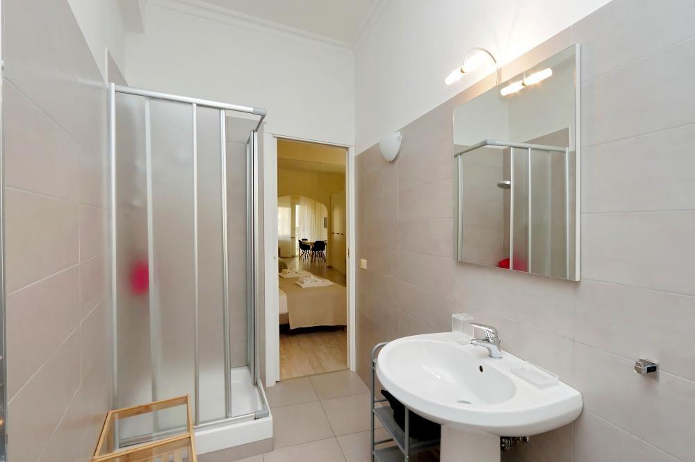 Shower at S. Sebastianello Apartment, Centre, Rome - Citybase Apartments