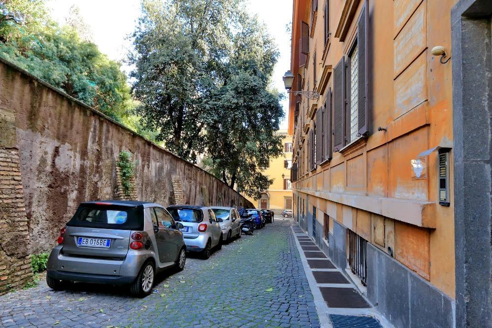 Cars at S. Sebastianello Apartment, Centre, Rome - Citybase Apartments