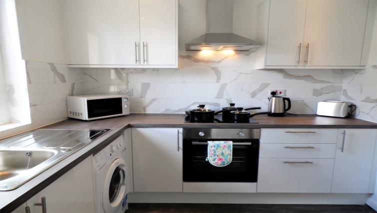 Modern kitchen at Fitzalan View Apartment - Citybase Apartments