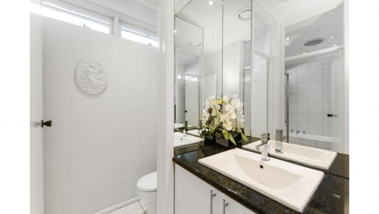 Modern bathroom at Brighton Rose Apartment - Citybase Apartments