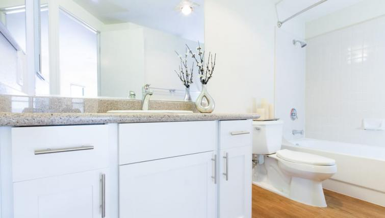 Bathroom at the Geary Courtyard Apartments - Citybase Apartments