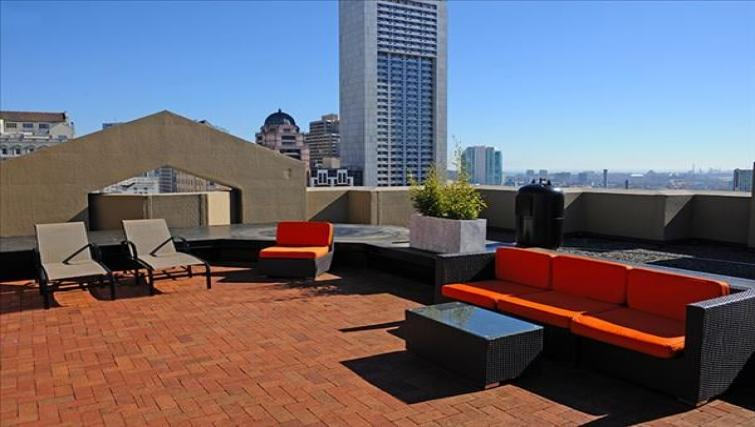 Terrace at the Geary Courtyard Apartments - Citybase Apartments