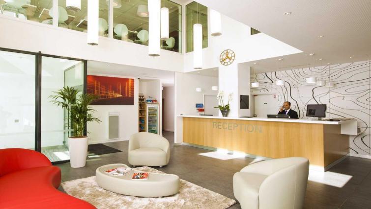 Reception at Residhome Apart Hotel Nanterre La Défense - Citybase Apartments