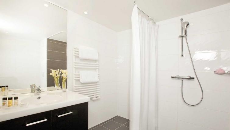 Bathroom at Residhome Apart Hotel Nanterre La Défense - Citybase Apartments