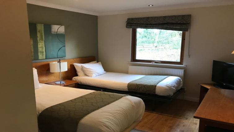 Twin beds at Broome Park Lodges - Citybase Apartments