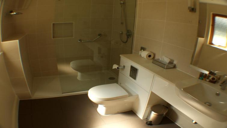 En suite at Broome Park Lodges - Citybase Apartments