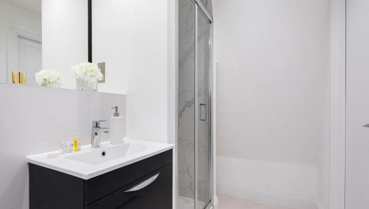 Shower at Oxford Circus Apartments - Citybase Apartments