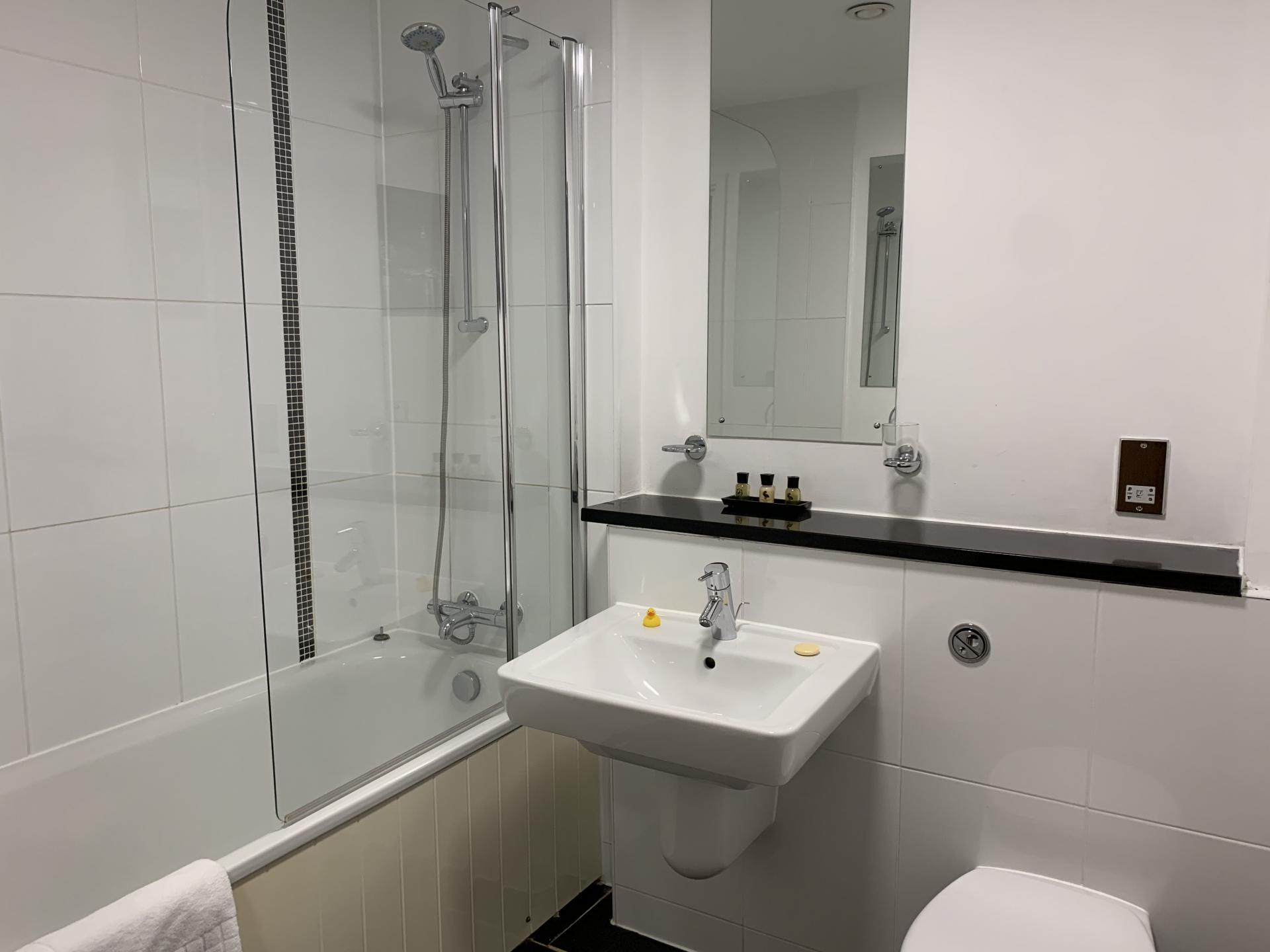 Bathroom at Cotels The Hub Apartments, Centre, Milton Keynes - Citybase Apartments