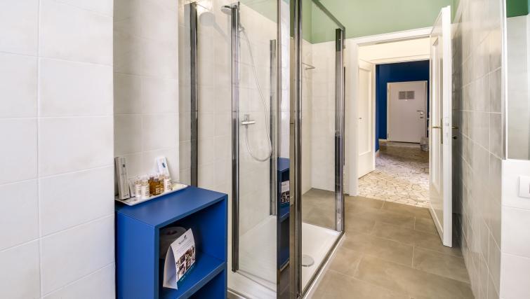 Shower at the Ariberto Apartment - Citybase Apartments