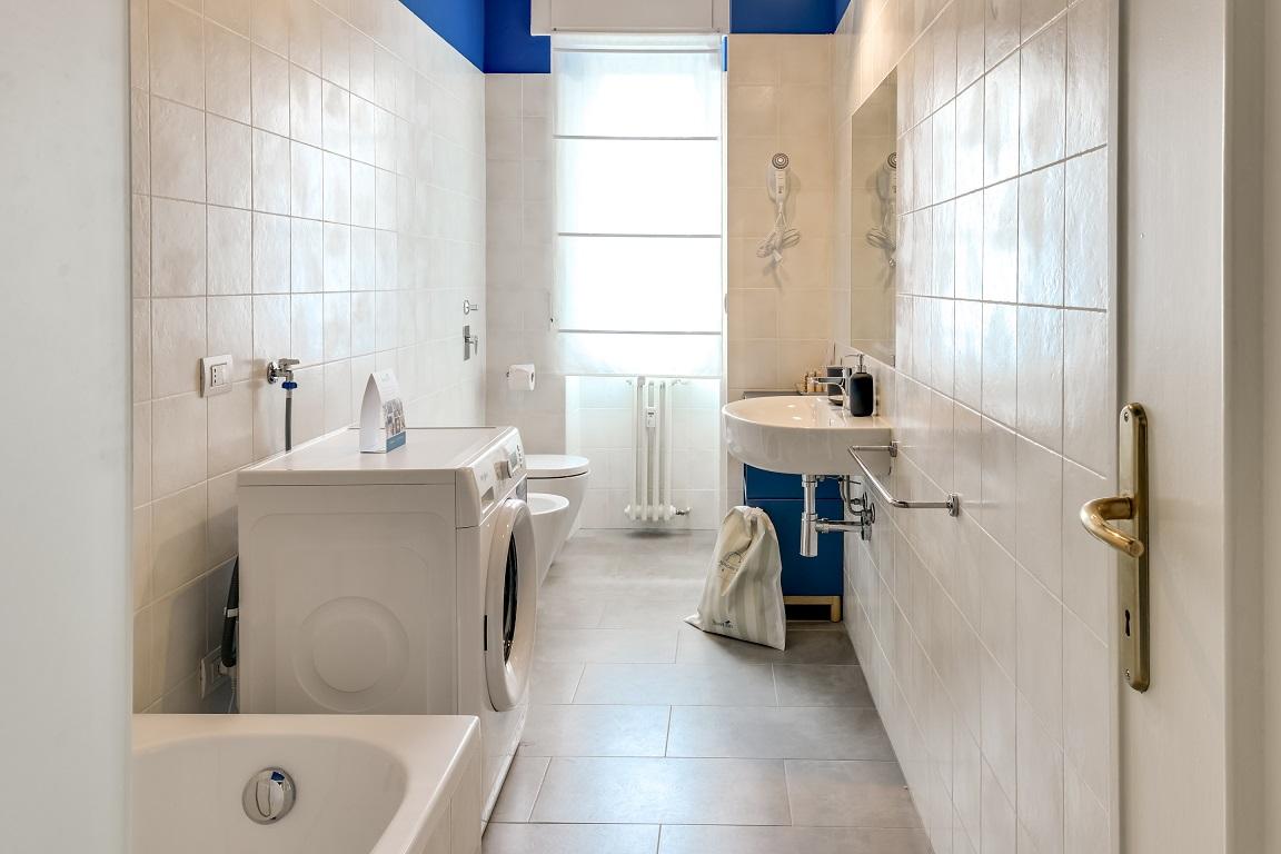 Bathroom facilities at  Ariberto Apartment - Citybase Apartments