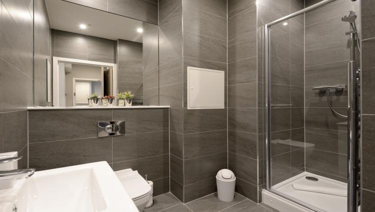 bathroom at the Nelson Mandela Place Apartments - Citybase Apartments