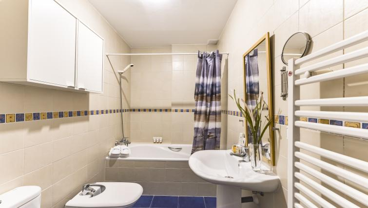Bathroom at Desengaño Apartment - Citybase Apartments