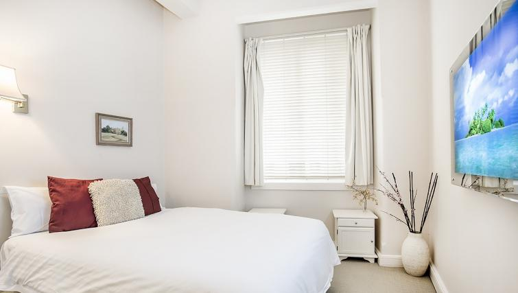 Bed at the Cliveden Apartments - Citybase Apartments
