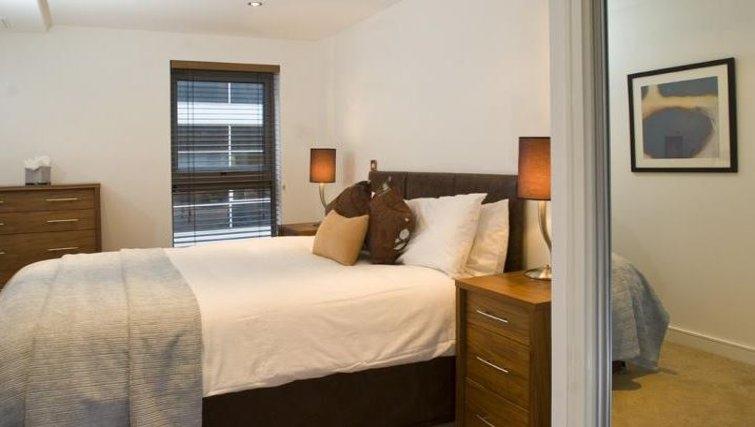 Contemporary bedroom in Oakwood Steward Street - Citybase Apartments