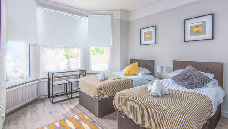 Twin beds at Priory Road Apartment - Citybase Apartments