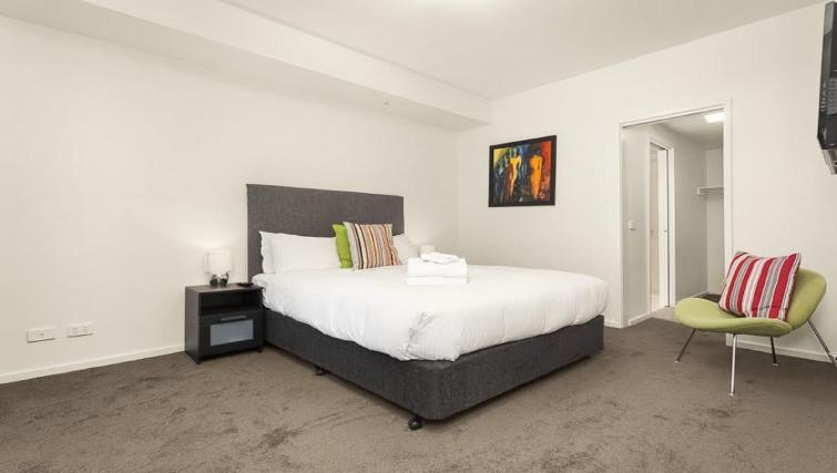 Bed at Flinders Wharf Apartments - Citybase Apartments