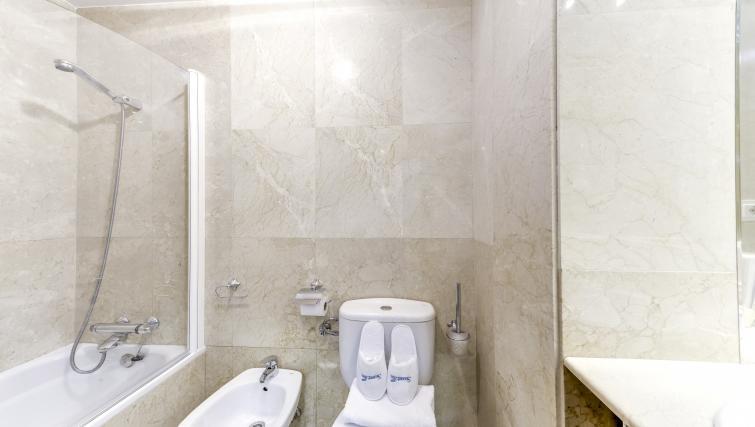 Bathroom at the Tirso de Molina Apartment - Citybase Apartments