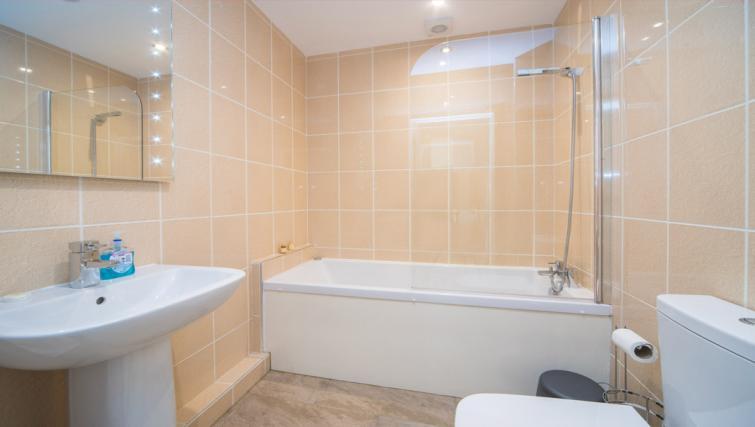 Bath at the Marlborough Hall Apartment - Citybase Apartments