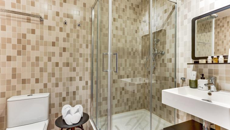 Bathroom at Ausias Marc Apartment - Citybase Apartments