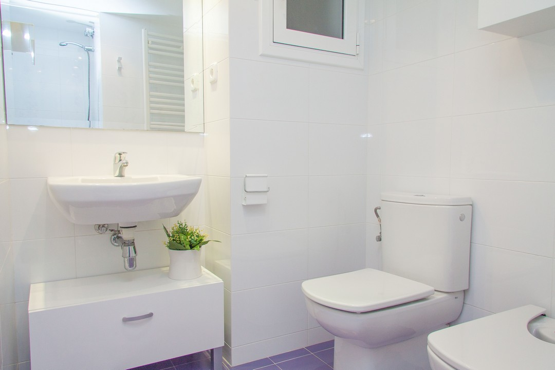 Bathroom at Delicat Santalo Apartment - Citybase Apartments