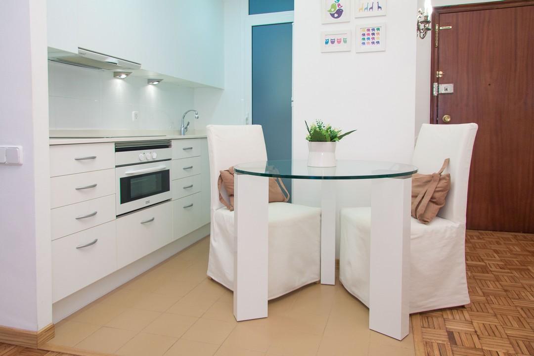 Dining table at Delicat Santalo Apartment - Citybase Apartments