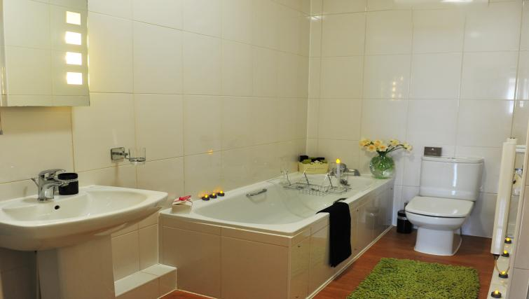 Bath at Smythern Street Apartment - Citybase Apartments