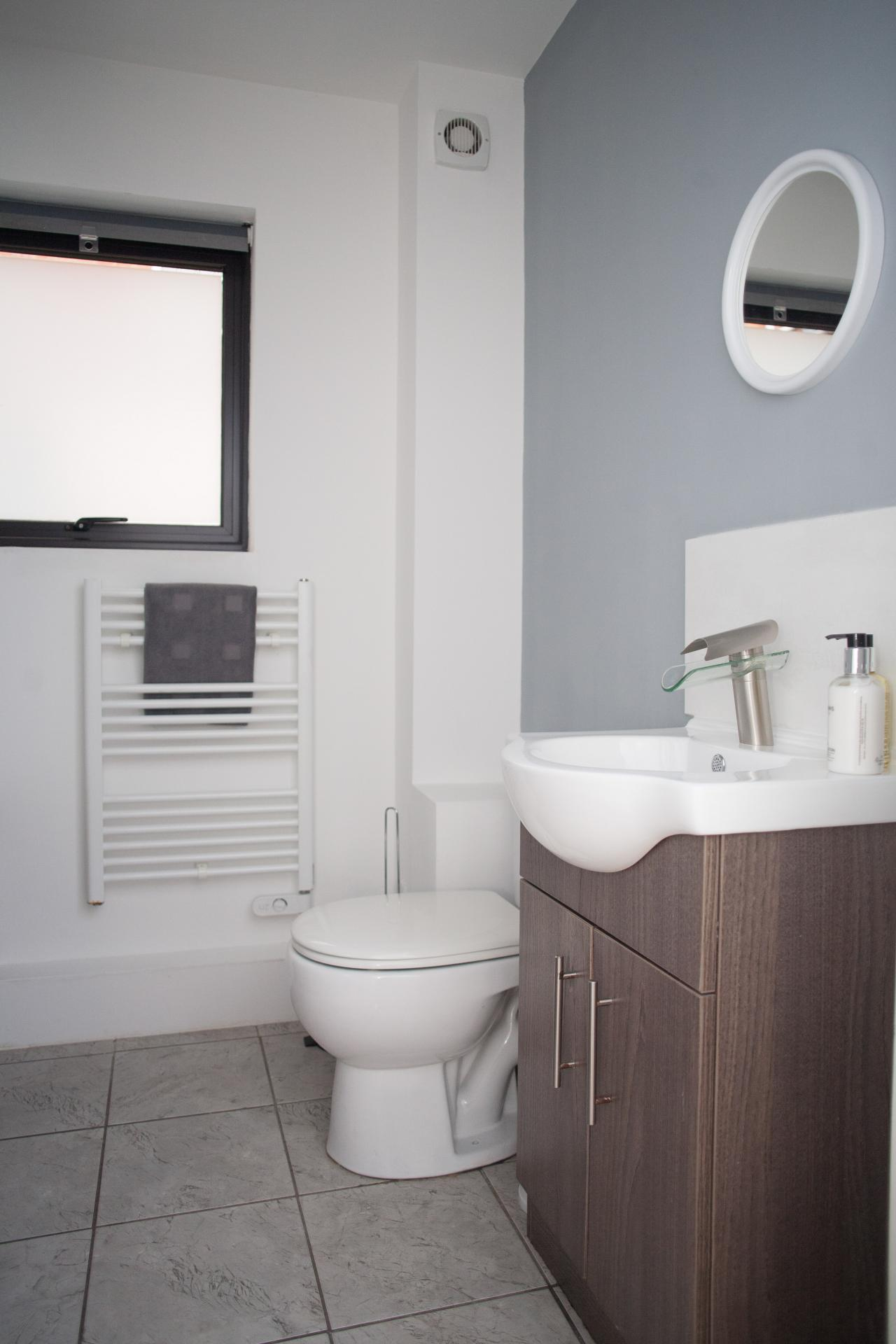 Bathroom at Quire Court Apartments, Centre, Gloucester - Citybase Apartments