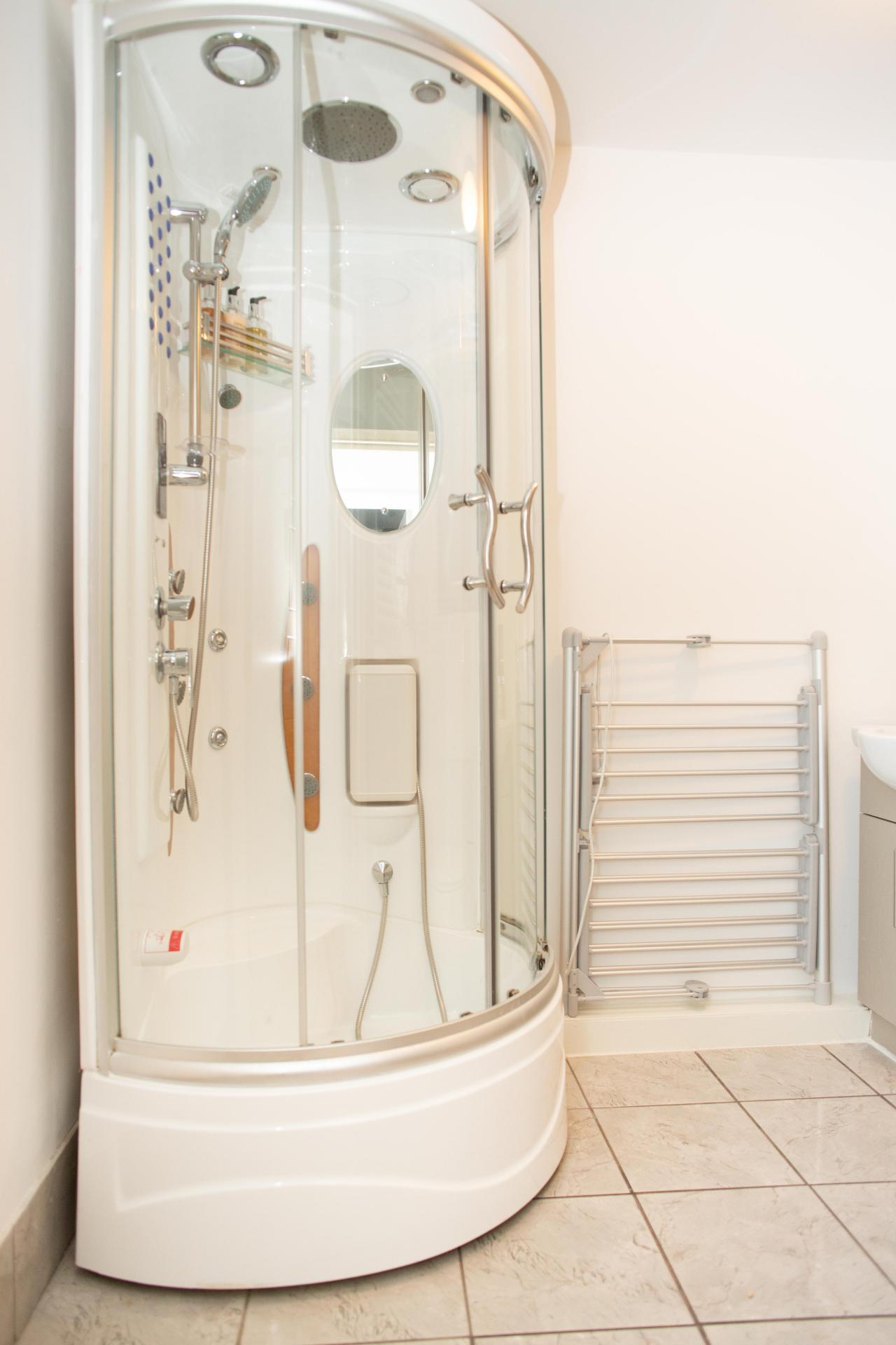 Shower at Quire Court Apartments, Centre, Gloucester - Citybase Apartments